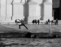 Peoples in Venice *** (pjarc) Tags: europe europa italy italia veneto venetian venice venezia venedig gente peoples moment winter 2018 photo bw black white bianconero nikon dx