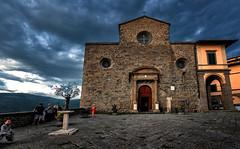 Cortona, il Duomo (R.o.b.e.r.t.o.) Tags: concattedraledisantamariaassunta cortona arezzo ar toscana tuscany italia italy piazzadelduomo people duomo chiesa church cattedrale cathedral architetturaromanica