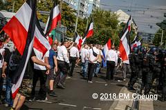 Rudolf-Heß-Gedenkmarsch 2018: Mord verjährt nicht! Gebt die Akten frei! Recht statt Rache  und Gegenprotest: Keine Verehrung von Nazi-Verbrechern! NS-Verherrlichung stoppen! – 18.08.2018 – Berlin –IMG_6276 (PM Cheung) Tags: rudolfhessmarsch wwwpmcheungcom berlin mordverjährtnichtgebtdieaktenfreirechtstattrache neonazis demonstration berlinspandau spandau friedrichshain hesmarsch rudolfhes 2018 antinaziproteste naziaufmarsch gegendemonstration 18082018 blockade npd lichtenberg polizei platzdervereintennationen polizeieinsatz pomengcheung antifabündnis rechtsextremisten protest auseinandersetzungen blockaden pmcheung mengcheungpo pmcheungphotography linksradikale aufmarsch rassismus facebookcompmcheungphotography keineverehrungvonnaziverbrechernnsverherrlichungstoppen antifaschisten mordverjährtnicht rudolfhesmarsch sitzblockaden kriegsverbrechergefängnisspandau nsdap nskriegsverbrecher geschichtsrevisionismus nsverherrlichungstoppen hitlerstellvertreterrudolfhes 17august1987 rathausspandau ichbereuenichts b1808 festderdemokratie verantwortungfürdievergangenheitübernehmen–fürgegenwartundzukunft rudolfhessmarsch2018 rudolfhesgedenkmarsch rudolfhesgedenkmarsch2018