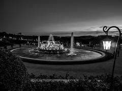 La fontaine et le coucher de soleil (N&B) (Daniel_Hache) Tags: night fontaine fountain chateau grandeseaux bassindelatone versailles castle nuit yvelines france fr flickrchallengegroup