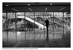 Shopping (Pollini Photo Laboratory) Tags: marcopollini polliniphotolabcom fotografiaurbana streetphotography leica leicamp monocrome paris france blackwhite bianconero