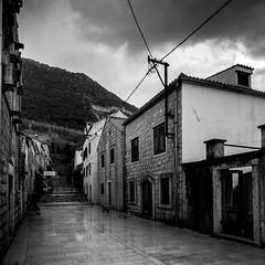Ston, Croatia (pas le matin) Tags: croatia croatie hrvatska travel voyage world city ville street rue escalier stairs perspective bw nb noiretblanc blackandwhite monochrome canon 7d canon7d canoneos7d eos7d