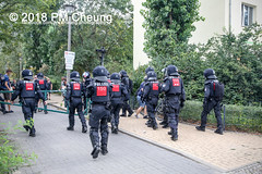 Rudolf-Heß-Gedenkmarsch 2018: Mord verjährt nicht! Gebt die Akten frei! Recht statt Rache  und Gegenprotest: Keine Verehrung von Nazi-Verbrechern! NS-Verherrlichung stoppen! – 18.08.2018 – Berlin –IMG_6306 (PM Cheung) Tags: rudolfhessmarsch wwwpmcheungcom berlin mordverjährtnichtgebtdieaktenfreirechtstattrache neonazis demonstration berlinspandau spandau friedrichshain hesmarsch rudolfhes 2018 antinaziproteste naziaufmarsch gegendemonstration 18082018 blockade npd lichtenberg polizei platzdervereintennationen polizeieinsatz pomengcheung antifabündnis rechtsextremisten protest auseinandersetzungen blockaden pmcheung mengcheungpo pmcheungphotography linksradikale aufmarsch rassismus facebookcompmcheungphotography keineverehrungvonnaziverbrechernnsverherrlichungstoppen antifaschisten mordverjährtnicht rudolfhesmarsch sitzblockaden kriegsverbrechergefängnisspandau nsdap nskriegsverbrecher geschichtsrevisionismus nsverherrlichungstoppen hitlerstellvertreterrudolfhes 17august1987 rathausspandau ichbereuenichts b1808 festderdemokratie verantwortungfürdievergangenheitübernehmen–fürgegenwartundzukunft rudolfhessmarsch2018 rudolfhesgedenkmarsch rudolfhesgedenkmarsch2018