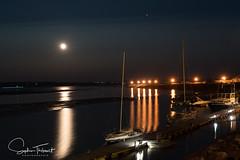 Pleine Lune sur le port (www.sophiethibault.ca) Tags: mai canada 2016 québec charlevoix nature lune port bateaux voiliers fleuve stlaurent eau ciel étoiles