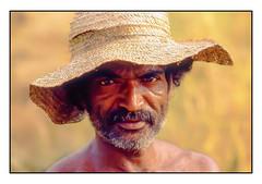 Le chapeau de paille -  The straw hat (diaph76) Tags: extérieur portrait man homme chapeau hat srilanka yeux eyes regard look