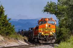 Less Hazy Skies at Burkes (Colorado & Southern) Tags: bnsfrailway bnsf gec449w emdsd402 manifest manifesttrain trains train railfanning railroad railfan railway railroads railroading rockymountains rail rr railroadtrack colorado coloradorailroads coloradotrains