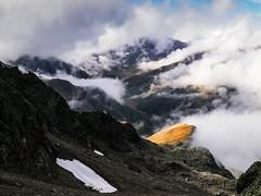 dramatic view (roenz870) Tags: view dramatic huawei p10 mate landscape landschaft mountain berge tirol österreich austria clouds fog wolken nebel light