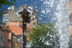 Plongée en contre-plongée (RarOiseau) Tags: gap sculpture hautesalpes paca ville exposition