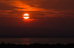 Setting sun action (LEXPIX_) Tags: sun sunset clouds red orange water lake champlain adk adirondack summer evening new england nikon d850 70200 lexpix