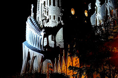 A La Sagrada Familia - A la nit (Fnikos) Tags: city sky gaudí antonigaudí lasagradafamilia construction building architecture modernism art sculpture temple faith basílica religion tree nature dark night nightview nightshot outdoor