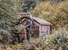 Nearly 200 years old and still spinning (LOURENḉO Photography) Tags: mill water watermill forrest wheel creek uniongap union gap waterbrook resort washington visit art scene mood canon eos 5dsr dusk color landscape