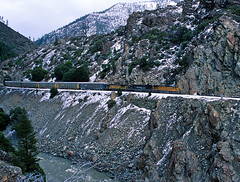 CANYON SUB UP 9213 25 Feb 00 (Ray C. Lewis) Tags: winter unionpacific snow locomotive train railroad railfan keddie featherriver canyon subdivision northern california ca