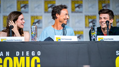 Danielle Panabaker, Tom Cavanagh and Grant Gustin (TheGeekLens) Tags: sdcc sandiegocomiccon 2018 sandiego comiccon celebrity event cw flash theflash daniellepanabaker tomcavanagh grantgustin