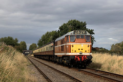 D5830 - GCR diesel gala (Andrew Edkins) Tags: sun goldenochre type3 vintage preserved heritage d5830 class31 ped canon greatcentralrailway dieselgala railwayphotography september 2018 autumn travel trip geotagged light england leicestershire woodthorpe passenger preservedrailway sulzer quorn