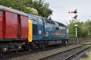 Deltic 55019 ROYAL HIGHLAND FUSILIER at Loughborough Central, Great Central Railway