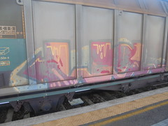 345 (en-ri) Tags: wg rosso arancione arrow train torino graffiti writing treno merci freight