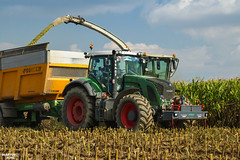 Corn Silage 2018 | CLAAS // FENDT // JOSKIN (martin_king.photo) Tags: mais corn cornsilage maisfieber 2018harvestseason summerwork powerfull martin king photo machines strong agricultural greatday great czechrepublic welovefarming agriculturalmachinery farm workday working modernagriculture landwirtschaft martinkingphoto machine machinery field huge big sky agriculture tschechische republik power dynastyphotography lukaskralphotocz day fans work place harvester forage clouds inaction action worker eos new weather flickr werfendtfährtführt fendtglobal fendtpower joskin claas claasjaguar