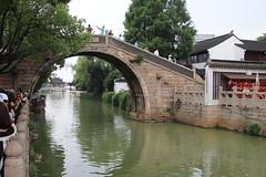 蘇州 寒山寺 (沐均青) Tags: chinese travel summer china historical cultural temple green buildings white arch bridge yellow people