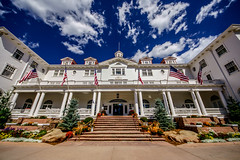 🏨 The Stanley Hotel (Inspiration for Stephen King's The Shining) (Joshua Mellin) Tags: joshuamellin writer photographer journalist influencer instagram verifiedinstagram verified social media socialmedia photog photo picture pics pictures live image iconicimage iconic history capture captured josh joshua mellin joshmellin travel traveling spotify applemusic apple jobs mac mountain mountains shining theshining stephenking book inspiration haunted hotel motel mansion horror film movie inspo estespark visitestespark visitcolorado colorado estes park nature building scary spooky halloween 2018 rocks trees green blue white bright red redroof murder redrum filming miniseries king novel