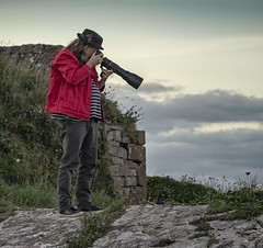 not afraid of heights (HHH Honey) Tags: minimoonixx devon brixham seaside sea sonyα7ii minolta100200mm minolta berryhead photographer cliffs camera