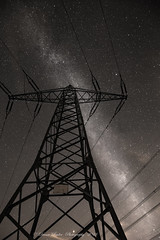 Unter Strom... (anaidphotography) Tags: strom milchstrase milkyway longexposure blackandwhite night light beautiful landschaft nature naturfotografie nachtaufnahme black dark white electric