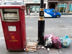 Wigmore Street. 20180911T15-36-36Z (fitzrovialitter) Tags: england gbr geo:lat=5151666000 geo:lon=014725000 geotagged oxfordcircus unitedkingdom peterfoster fitzrovialitter city camden westminster streets urban street environment london fitzrovia streetphotography documentary authenticstreet reportage photojournalism editorial captureone olympusem1markii mzuiko 1240mmpro microfourthirds mft m43 μ43 μft ultragpslogger geosetter exiftool rubbish litter dumping flytipping trash garbage