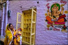 Ganesha.  Jaisalmer (Claire Pismont) Tags: asie asia inde india rajasthan jaisalmer pismont clairepismont mother ganesh ganesha street streetshot streetphotography documentory dailylife