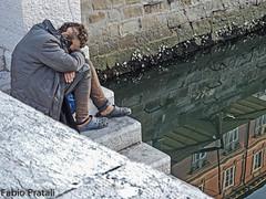Al fondo della disperazione (Fabio Pratali LI) Tags: trieste canalgrande people riflessi