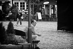 OKSF 196 (Oliver Klas) Tags: okfotografien oliver klas street streetfotografie streetphotography strassenfotografie streetart streetphotographer streetphoto stadtleben streetlife streetculture urban deutschland germany stadt city europa deutsch staat westdeutschland ostdeutschland norddeutschland süddeutschland personen people menschen persons volk familie angehörige bewohner bevölkerung leute europäer mann frau gesellschaft menschheit mensch völker schwarzweis schwarzweissfotografie blackandwhite monochrom farblos abstrakt dunkel hell grau schwarz weiss black white sw schwarzweiss de