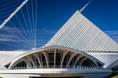 Milwaukee Art Museum (Fret Spider) Tags: architecture sky clouds mam milwaukeeartmuseum manual downtown wisconsin canon5dsr ze carlzeiss otus1455 otus1455ze distagonotus5514ze apo outdoors bluesky wander sun afternoon