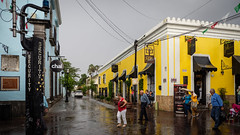 Rainy Tlaquepaque. (de.bu) Tags: mexico mexiko guadalajara jalisco tlaquepaque rainy rain reflection america latinamerica lateinamerika travel architecture architektur street olympus mzuiko12100f4 colorful