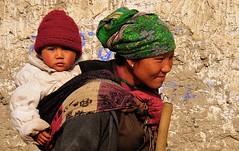 Nepal- Mustang- Tsarang (venturidonatella) Tags: nepal asia mustang tsarang portrait portraits ritratto ritratti colori colors nikon d300 nikond300 donna woman bambino bambini children persone people