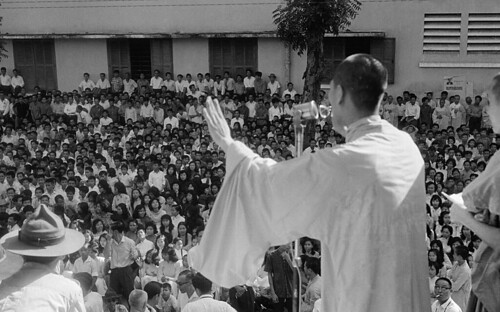 SAIGON 1963 - Chùa Xá Lợi - Buddhist Monk Speaking to Crowd