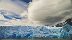 Te llevaré hasta el extremo (.KiLTRo.) Tags: kiltro cielo nieve hielo paisaje iceberg montaña agua lago lake water mountain nubes clouds landscpae ice snow cold glacier grey torresdelpaine magallanes patagonia nationalpark nature naturaleza