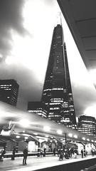 waiting watching wondering (BedBrochFlick) Tags: mmxviii londres londinium london ldn 2018 england uk brita bw greatbritain shard icon iconic building architecture