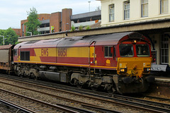 66151, Eastleigh, June 11th 2016 (Southsea_Matt) Tags: 66151 class66 emd ews dbs eastleigh freight canon 80d 24105mm june 2016 summer hampshire england unitedkingdom railway railroad train rail transport vehicle diesellocomotive