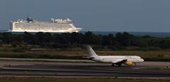 Vueling / Airbus A320-214 / EC-LLJ (vic_206) Tags: vueling airbusa320214 ecllj bcn lebl ship cruise barco transatlantico norwegianepiccruise