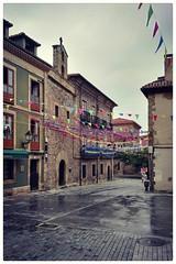 Cimadevilla en fiestas (miguel.bo) Tags: gijon fiestas calle street asturias movil