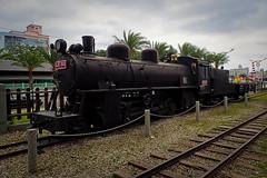 Locomotive exposée à Hualien (8pl) Tags: musée chemindefer rail rails locomotive exposition extérieur hualien ciel train ferroviaire barrière