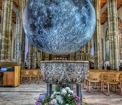 The Minster Moon! 😊 (LeanneHall3 :-)) Tags: minstermoon moon hullminster kingstonuponhull hull chairs font canon 1300d