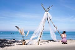 Préparatifs du mariage (Yves Lahanque) Tags: mariage plage beach sea fujixt20 fuji cérémonie fille france noirmoutier