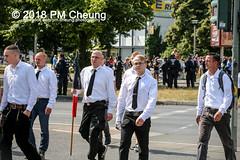 Rudolf-Heß-Gedenkmarsch 2018: Mord verjährt nicht! Gebt die Akten frei! Recht statt Rache  und Gegenprotest: Keine Verehrung von Nazi-Verbrechern! NS-Verherrlichung stoppen! – 18.08.2018 – Berlin –IMG_6081 (PM Cheung) Tags: rudolfhessmarsch wwwpmcheungcom berlin mordverjährtnichtgebtdieaktenfreirechtstattrache neonazis demonstration berlinspandau spandau friedrichshain hesmarsch rudolfhes 2018 antinaziproteste naziaufmarsch gegendemonstration 18082018 blockade npd lichtenberg polizei platzdervereintennationen polizeieinsatz pomengcheung antifabündnis rechtsextremisten protest auseinandersetzungen blockaden pmcheung mengcheungpo pmcheungphotography linksradikale aufmarsch rassismus facebookcompmcheungphotography keineverehrungvonnaziverbrechernnsverherrlichungstoppen antifaschisten mordverjährtnicht rudolfhesmarsch sitzblockaden kriegsverbrechergefängnisspandau nsdap nskriegsverbrecher geschichtsrevisionismus nsverherrlichungstoppen hitlerstellvertreterrudolfhes 17august1987 rathausspandau ichbereuenichts b1808 festderdemokratie verantwortungfürdievergangenheitübernehmen–fürgegenwartundzukunft rudolfhessmarsch2018 rudolfhesgedenkmarsch rudolfhesgedenkmarsch2018