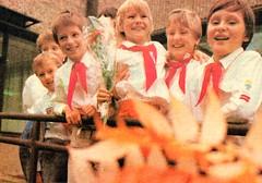 Thälmannpioniere,DDR Pioniere,Freie-Deutsche-Jugend,DDR Kinder,Jungpioniere,VIII-Pioniertreffen 1988 (SchlangenTiger) Tags: thälmannpioniere jungpioniere jungepioniere pioniere viiipioniertreffen 1988 freiedeutschejugend pioniergruppe kindergruppe schülergruppe fdj gst gdr pos kinder jugend schule schüler ddr ddrpioniere
