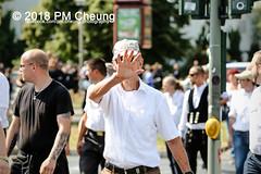 Rudolf-Heß-Gedenkmarsch 2018: Mord verjährt nicht! Gebt die Akten frei! Recht statt Rache  und Gegenprotest: Keine Verehrung von Nazi-Verbrechern! NS-Verherrlichung stoppen! – 18.08.2018 – Berlin –IMG_6094 (PM Cheung) Tags: rudolfhessmarsch wwwpmcheungcom berlin mordverjährtnichtgebtdieaktenfreirechtstattrache neonazis demonstration berlinspandau spandau friedrichshain hesmarsch rudolfhes 2018 antinaziproteste naziaufmarsch gegendemonstration 18082018 blockade npd lichtenberg polizei platzdervereintennationen polizeieinsatz pomengcheung antifabündnis rechtsextremisten protest auseinandersetzungen blockaden pmcheung mengcheungpo pmcheungphotography linksradikale aufmarsch rassismus facebookcompmcheungphotography keineverehrungvonnaziverbrechernnsverherrlichungstoppen antifaschisten mordverjährtnicht rudolfhesmarsch sitzblockaden kriegsverbrechergefängnisspandau nsdap nskriegsverbrecher geschichtsrevisionismus nsverherrlichungstoppen hitlerstellvertreterrudolfhes 17august1987 rathausspandau ichbereuenichts b1808 festderdemokratie verantwortungfürdievergangenheitübernehmen–fürgegenwartundzukunft rudolfhessmarsch2018 rudolfhesgedenkmarsch rudolfhesgedenkmarsch2018