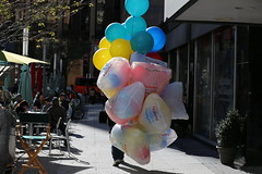 Party City (Bob90901) Tags: partycity newyorkcity manhattan autumn streetphotography afternoon balloons rpg90901 canon 6d canonef70200mmf28lisiiusm canon70200f28lll 2015 november 1523 sooc