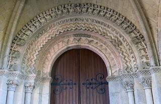 Un tympan... où ? Celui de l'église de Sainte-Croix-du-Mont en Gironde