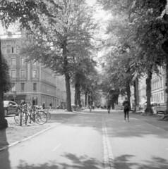 Vasagatan (rotabaga) Tags: sverige sweden svartvitt göteborg gothenburg lomo lomography lubitel166 fomapan r09 blackandwhite bw bwfp mediumformat mellanformat 120 6x6