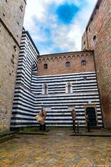 volterra-006: sur la piazza dei priori (bonacherajf) Tags: italia italie toscane tuscany place volterra