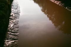 Morning commuting, August (knautia) Tags: riveravon gaolferrybridge bristol england uk august 2018 film ishootfilm olympus xa2 olympusxa2 fuji superia 400iso nxa2roll65 withtrapac river avon bridge footbridge commute commuting