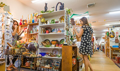 antique-6382 (FarFlungTravels) Tags: activities antique shopping things hockinghills logan mall ohio tourism 2018